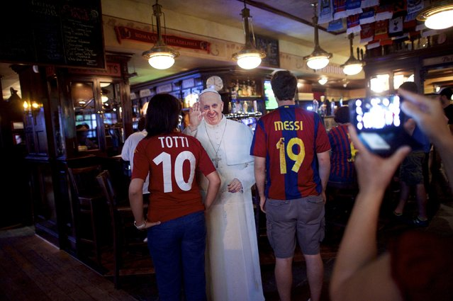 Soccer fans pose for a photo in front of a cardboard cut-out of Pope Francis, during an event organised by Christa Scalies, co-creator of the Pop-Up Pope, at Fado Irish Pub & Restaurant in Philadelphia, Pennsylvania, September 16, 2015. (Photo by Mark Makela/Reuters)