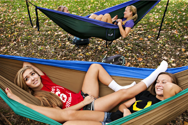 From left, Western Kentucky University freshmen Katie Crider,  Olivia Matthews and twins Nicole Carpenter and Heather Carpenter relax in hammocks on Monday, October 27, 2014, next to WKU's Music Hall in Bowling Green, Ky. The tempertures reached the 84 degrees Fahrenheit just a few degrees short of the record 87 degrees set in 1919. (Photo by AP Photo/Daily News/Bac To Trong)