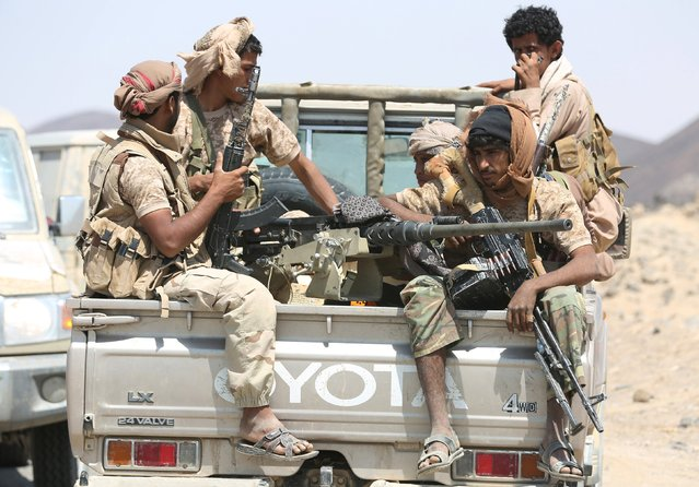 Soldiers loyal to Yemen's government ride a truck with their weapons at the frontline of fighting against Houthi militants in the central province of Marib October 8, 2015. (Photo by Reuters/Stringer)