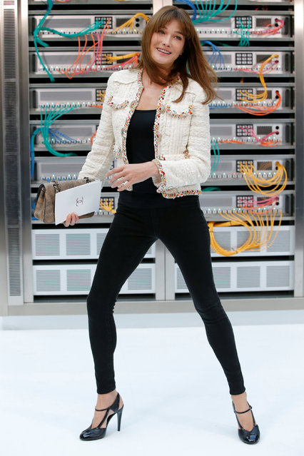 Singer and former French First lady Carla Bruni-Sarkozy poses during a photocall before the Spring/Summer 2017 women's ready-to-wear collection for fashion house Chanel during Fashion Week in Paris, France October 4, 2016. (Photo by Gonzalo Fuentes/Reuters)