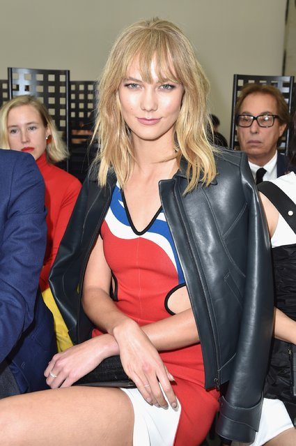Karlie Kloss attends the Louis Vuitton show as part of the Paris Fashion Week Womenswear Spring/Summer 2017  on October 5, 2016 in Paris, France. (Photo by Pascal Le Segretain/Getty Images)