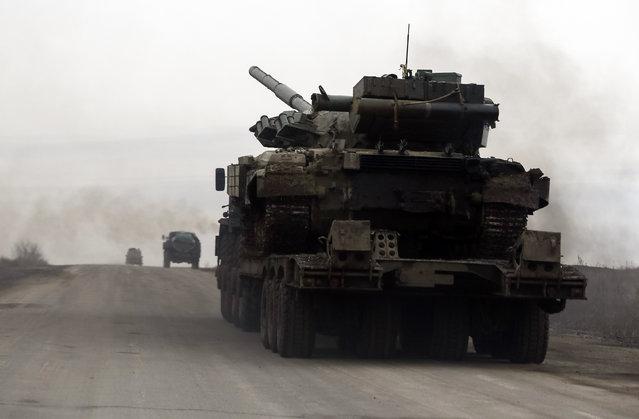A Ukrainian tank is seen near the eastern Ukrainian town of Debaltseve, February 5, 2015. (Photo by Gleb Garanich/Reuters)
