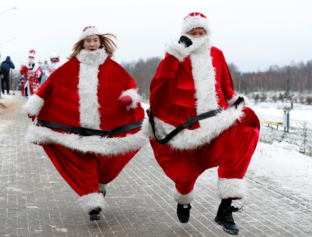 Belarusians dressed as Santa Clauses and other Christmas characters take part in the country's first Santa Run around a lake in Minsk, Belarus December 15, 2018. (Photo by Vasily Fedosenko/Reuters)