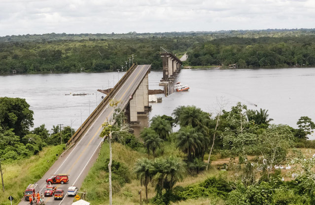 In this April 6, 2019 handout photo released by Para Government, a ferry boat collided with a bridge pillar causing part of the bridge to collapse in the Moju river, state of Para, Brazil. Para state Gov. Helder Barbalho tells reporters that witnesses reported two small cars fell into the water due to Saturday's accident, which occurred on a highway leading to the port city of Belem, the state capital. Scuba divers are searching for survivors. It's not clear how many people were in the cars. (Photo by Fernando Araujo/Para Government via AP Photo)