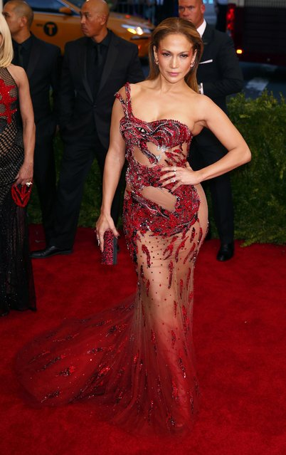 "Jennifer Lopez arrives at the Metropolitan Museum of Art Costume Institute Gala 2015 celebrating the opening of ""China: Through the Looking Glass"" in Manhattan, New York May 4, 2015. (Photo by Lucas Jackson/Reuters)"