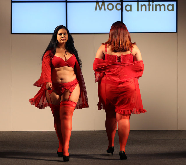Models present creations from Vislumbre during Fashion Weekend Plus Size in Sao Paulo, Brazil, March 19, 2017. (Photo by Paulo Whitaker/Reuters)