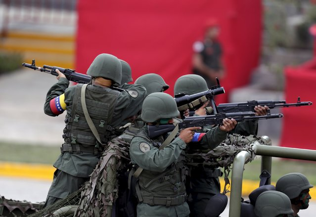 Venezuelan soldiers participate in a mock deployment of troops during a military parade to celebrate the anniversary of Venezuela's independence in Caracas, July 5, 2015. (Photo by Jorge Dan Lopez/Reuters)