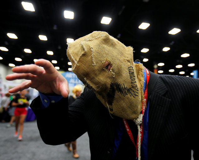 An attendee dressed as the Scarecrow from Batman poses for a picture at the pop culture event Comic-Con International in San Diego, California, United States July 22, 2016. (Photo by Mike Blake/Reuters)