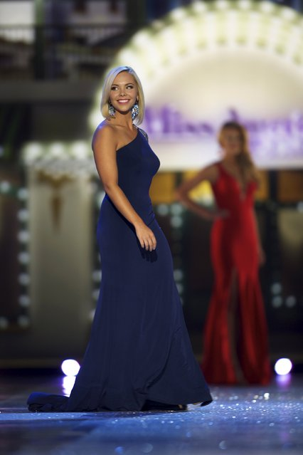 Miss Ohio Sarah Hider competes in the evening gown competition during the first night of preliminaries of Miss America at Boardwalk Hall in Atlantic City, New Jersey, September 8, 2015. (Photo by Mark Makela/Reuters)