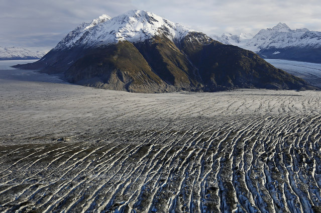 The Yakutat Glacier is seen during a flight over southeastern Alaska near the town of Yakutat, October 7, 2014. (Photo by Bob Strong/Reuters)