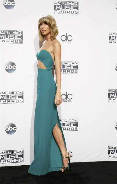 Singer Taylor Swift poses backstage during the 42nd American Music Awards in Los Angeles, California November 23, 2014. (Photo by Danny Moloshok/Reuters)