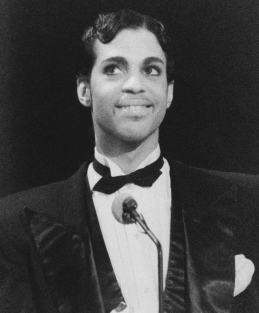 Singing Star Prince is all smiles as he addresses the audience at the American Music Awards Monday evening in Los Angeles, January 27, 1986. (Photo by Nick Ut/AP Photo)