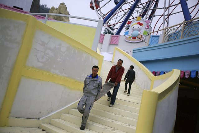 Labourers work on a section of a Hello Kitty amusement park in Anji, Zhejiang province November 28, 2014. (Photo by Carlos Barria/Reuters)