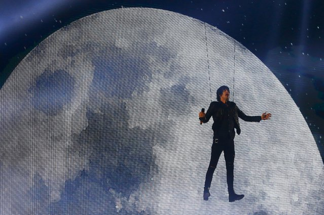 U.S. singer Eric Nally performs during the MTV EMA awards at the Assago forum in Milan, Italy, October 25, 2015. (Photo by Stefano Rellandini/Reuters)