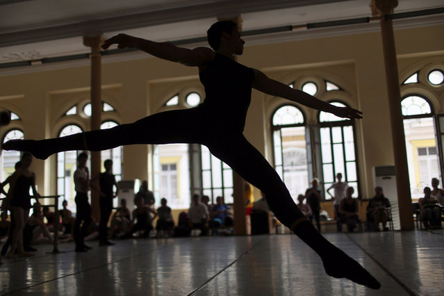 Students at the Cuba's National Ballet School (ENB) take part in a practice in Havana, Cuba, October 12, 2016. (Photo by Alexandre Meneghini/Reuters)