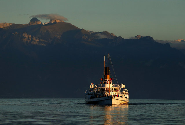 """""""La Suisse"""" steam boat of the Compagnie General de Naviagtion (CGN) sails on Lake Leman on a autumn evening in Lausanne, Switzerland, October 15, 2016. (Photo by Denis Balibouse/Reuters)"""