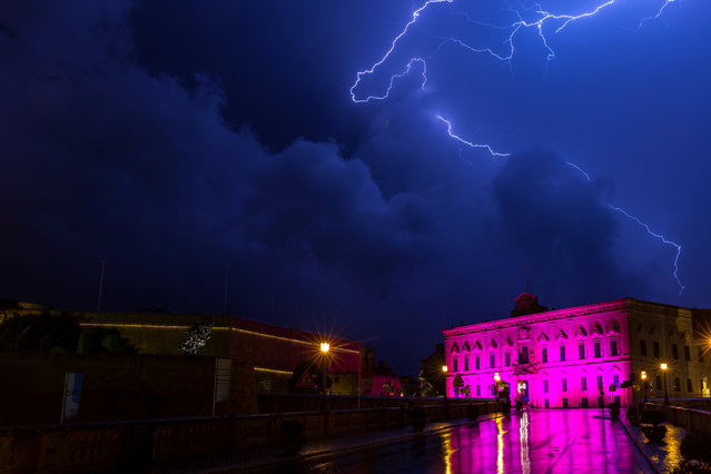 Lightning streaks are seen during a storm over the Auberge de Castille, the office of the Prime Minister Joseph Muscat, in Valletta, Malta October 19, 2018. (Photo by Darrin Zammit Lupi/Reuters)