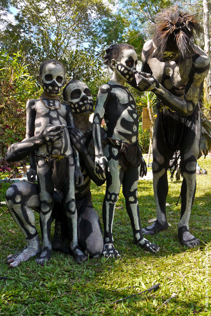 Chimbu Tribe And The Skeleton Body Painting