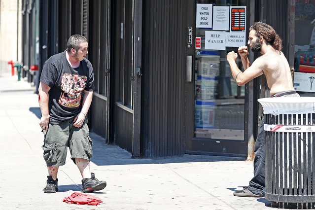 Two men are seen fighting in the street as one man is holding a knife and has a bloodied face and arm,Lafayette and Bleeker Street, Soho, NYC on July 6, 2016. (Photo by Splash News and Pictures)