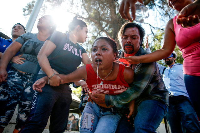 Relatives of inmates of the «Santiago 1» jail react outside the prison after a large number of prisoners attempted to escape amid panic over the spread of the COVID-19 coronavirus in Santiago, Chile, on March 19, 2020. (Photo by Javier Torres/AFP Photo)