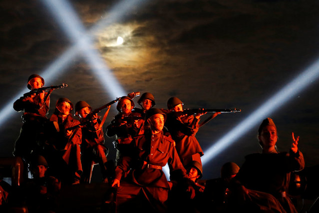 Russian servicemen dressed in World War II uniforms perform during the closing ceremony of the International Army Games 2016 at a range in the settlement of Alabino outside Moscow, Russia, August 13, 2016. Picture taken August 13, 2016. (Photo by Maxim Shemetov/Reuters)