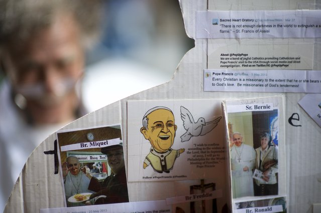 Messages are seen attached to the back of a cardboard cut-out of Pope Francis in Philadelphia, Pennsylvania, September 16, 2015. (Photo by Mark Makela/Reuters)