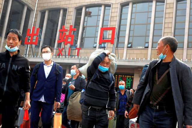 People arrive at Beijing Railway Station after an eight-day National Day holiday following the outbreak of the coronavirus disease (COVID-19) in Beijing, China, October 9, 2020. (Photo by Thomas Peter/Reuters)