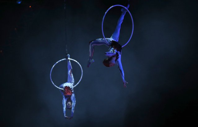 "Artists perform during Cirque du Soleil's show ""Quidam"" at the MEO Arena in Lisbon December 18, 2014. (Photo by Rafael Marchante/Reuters)"