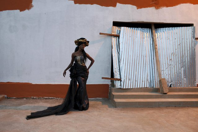 Model Sira Coulibaly wears a bazin dress made by designer Fadi Maiga in Bamako, Mali, October 21, 2015. (Photo by Joe Penney/Reuters)