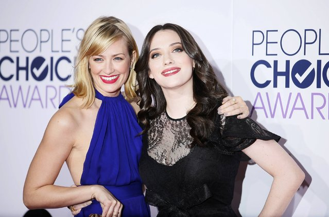 "Actresses Beth Behrs (L) and Kat Dennings from the CBS sitcom ""2 Broke Girls"" arrive at the 2015 People's Choice Awards in Los Angeles, California January 7, 2015. (Photo by Danny Moloshok/Reuters)"
