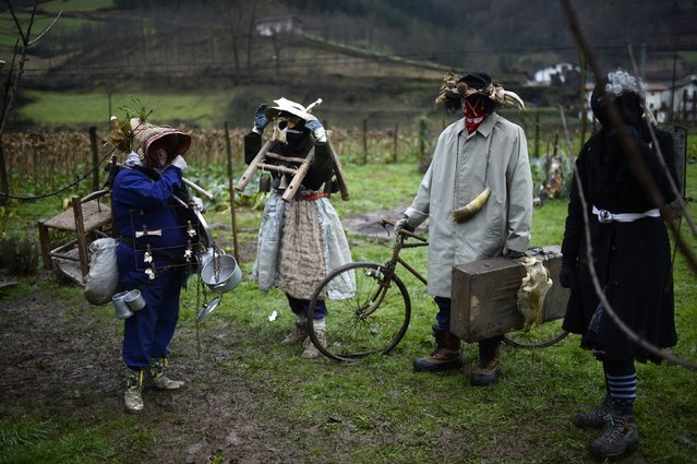 Villagers prepare their costumes in a field during carnival celebrations in Zubieta January 27, 2015. (Photo by Vincent West/Reuters)