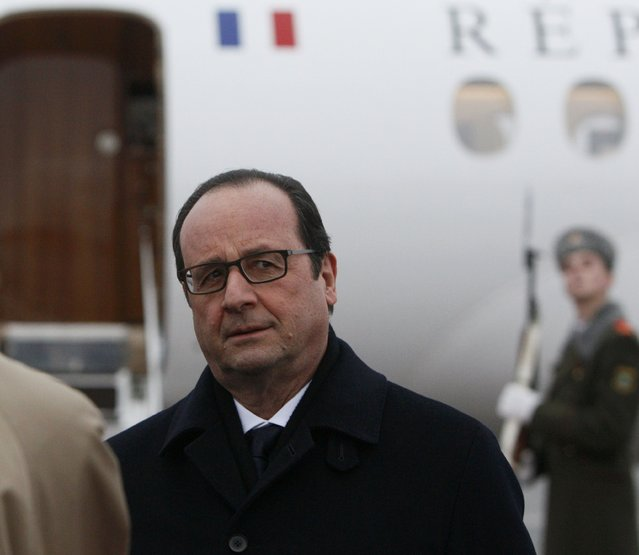 France's President Francois Hollande takes part in a welcoming ceremony upon his arrival at an airport near Minsk, February 11, 2015. (Photo by Valentyn Ogirenko/Reuters)