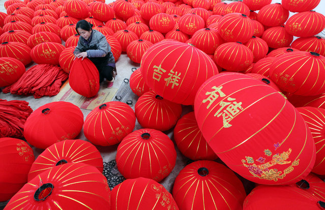 A worker makes lanterns at a factory ahead of the upcoming Chinese Lunar New Year, in Boai county, Henan province, January 19, 2016. (Photo by Reuters/China Daily)