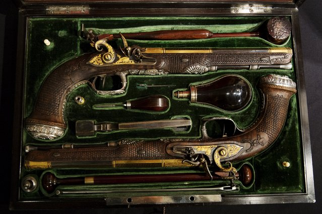 A pistol set made by Versailles gunsmith Nicolas-Noel Boutet and was gifted to Simon Bolivar from Marquis de La-fayette is displayed at Christie's auction house in the Manhattan borough of New York, April 5, 2016. (Photo by Lucas Jackson/Reuters)