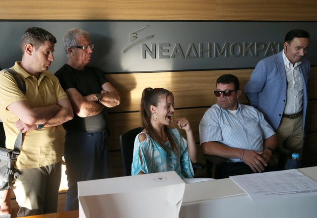 Supporters of New Democracy conservative party watch the announcement of first exit polls at the party's headquarters in Athens, Greece on July 7, 2019. (Photo by Costas Baltas/Reuters)