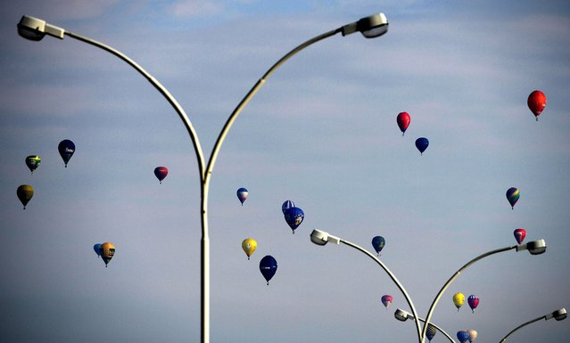 Balloons at the start of the 15th International Mountain Balloon Race in Krosno, southern Poland, 01 May 2014. The Krosno International Mountain Balloon Competition will see almost 40 teams from Poland, Hungary, Lithuania and Slovakia compete. (Photo by Darek Delmanowicz/EPA)