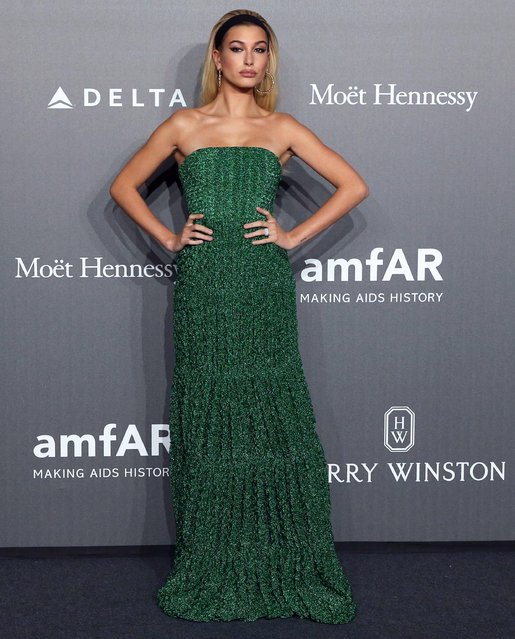 US model Hailey Baldwin poses for photographers as she arrive for the amfAR charity dinner during the Milan Fashion Week, in Milan, Italy, 21 September 2017. The Spring-Summer 2017/2018 collections are presented at the Milano Moda Donna from 20 to 25 September. (Photo by Matteo Bazzi/EPA/EFE)