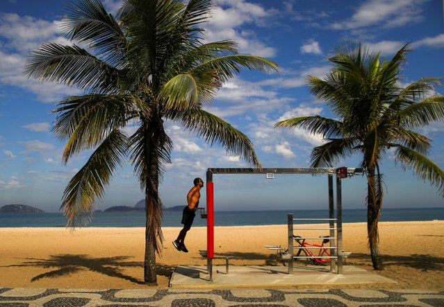 A man exercises at the Ipanema beach, amid the coronavirus disease (COVID-19) outbreak, in Rio de Janeiro, Brazil on June 7, 2020. (Photo by Pilar Olivares/Reuters)