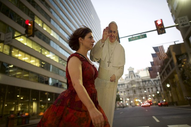 Christa Scalies, co-creator of the Pop-Up Pope, carries a cardboard cut-out of Pope Francis, in Philadelphia, Pennsylvania, September 16, 2015. (Photo by Mark Makela/Reuters)