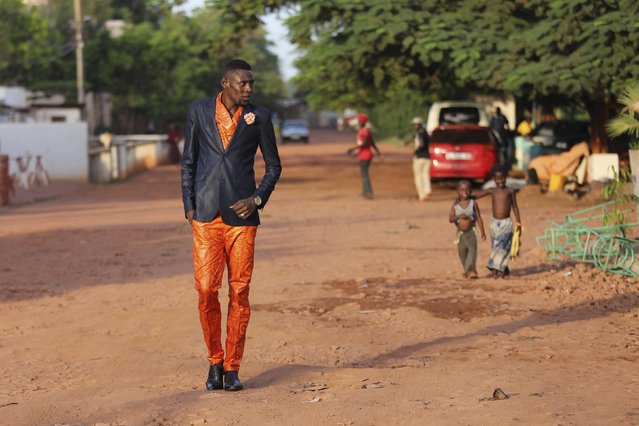Model Lanseni Doumbia poses for a picture in a bazin suit made by designer Barros Coulibaly in Bamako, Mali, October 21, 2015. (Photo by Joe Penney/Reuters)