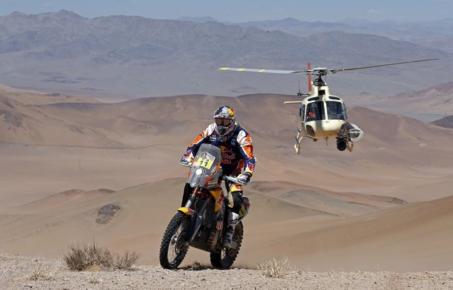 KTM rider Ruben Faria of Portugal rides during the 4th stage of the Dakar Rally 2015, from Chilecito to Copiapo January 7, 2015. (Photo by Jean-Paul Pelissier/Reuters)