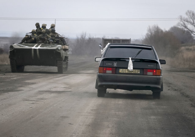Local residents flee the conflict in Debaltseve, eastern Ukraine, February 5, 2015. (Photo by Gleb Garanich/Reuters)