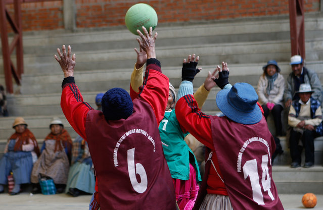 In this February 11, 2105 photo, elderly Aymara indigenous women play handball in El Alto, Bolivia. Team handball is an Olympic sport in which two teams of pass a ball using their hands with the aim of throwing it into the other's goal. (Photo by Juan Karita/AP Photo)