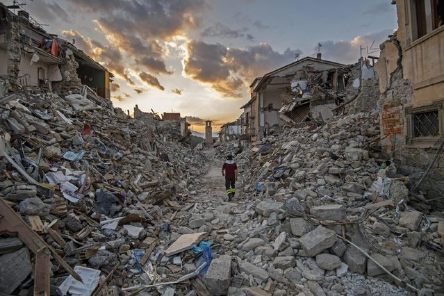 Rescue teams continue their operations in the rubble of the largely destroyed Lazio mountain village of Amatrice, Italy, 01 September 2016. A devastating 6.0 magnitude earthquake early morning of 24 August left a total of 293 dead, according to official sources. (Photo by Alessandro Di Meo/EPA)