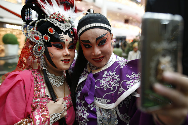 Members of a Chinese opera take a selfie before a performance at a shopping mall ahead of the Chinese Lunar New Year celebrations in Bangkok, Thailand, February 4, 2016. (Photo by Athit Perawongmetha/Reuters)