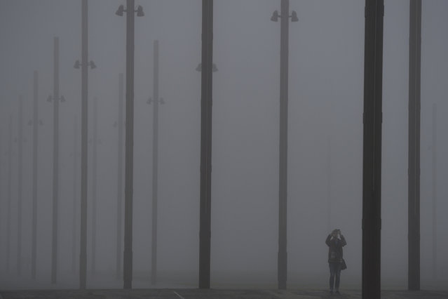 A man takes a picture of heavy fog in Belfast, Northern Ireland, January 10, 2018. (Photo by Clodagh Kilcoyne/Reuters)
