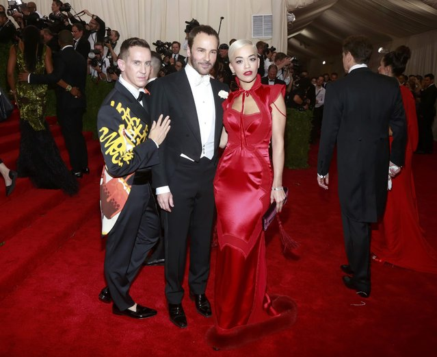 "British singer Rita Ora (R) poses with U.S. designers Tom Ford (C) and Jeremy Scott as they arrive for the Metropolitan Museum of Art Costume Institute Gala 2015 celebrating the opening of ""China: Through the Looking Glass"" in Manhattan, New York May 4, 2015. (Photo by Andrew Kelly/Reuters)"
