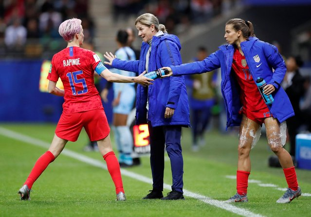 Jill Ellis, Head Coach of USA speaks to Megan Rapinoe of the USA during the 2019 FIFA Women's World Cup France group F match between USA and Thailand at Stade Auguste Delaune on June 11, 2019 in Reims, France. (Photo by Christian Hartmann/Reuters)