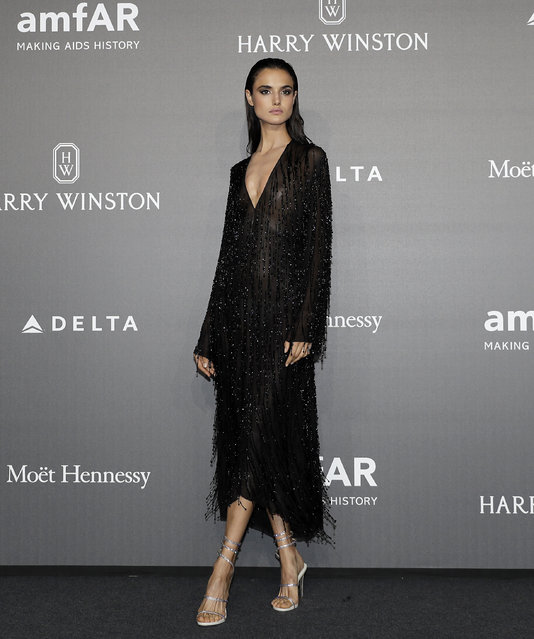 Blanca Padilla poses for photographers as she arrives for the amfAR charity dinner during the fashion week in Milan, Italy, Thursday, September 21, 2017. (Photo by Antonio Calanni/AP Photo)