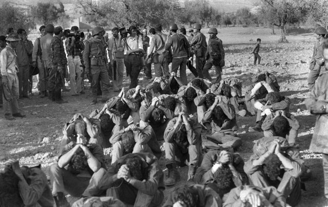 Israeli officers prisoners captured by Syrian troops on the Golan front during the Yom Kippur War are presented to the press on October 16, 1973 in the Damas area. (Photo by AFP Photo)